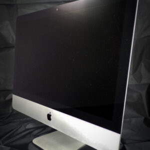 Apple iMac 21.5 inch slim front right