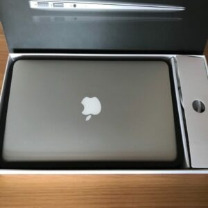 macbook air 11 inch i5 in box top